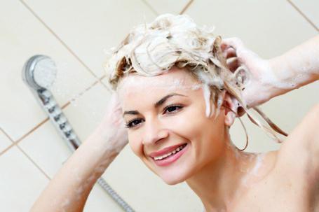 Можно ли мыть голову мылом и каким лучше это делать – хозяйственным или детским