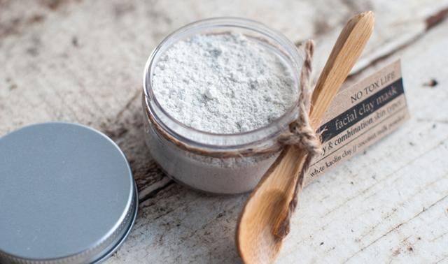 Белая глина для волос – как сделать маску, польза и вред