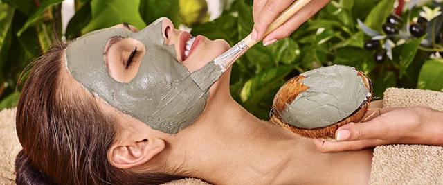 Черная глина для лица – свойства и способы применения, чем полезна для кожи и какие маски эффективнее