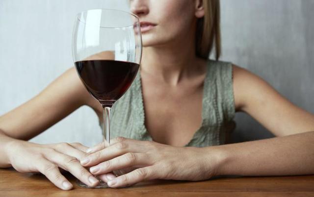 Алкоголь и «Ботокс» – сколько нельзя пить спиртное после процедуры и когда можно употреблять