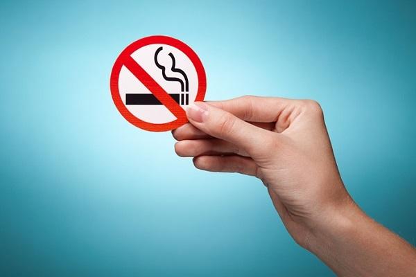 Прыщи от курения – как влияют сигареты на кожу лица, почему появляются и что с этим делать