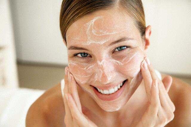 Чистка лица содой – как почистить кожу в домашних условиях, правила очищения с помощью соды