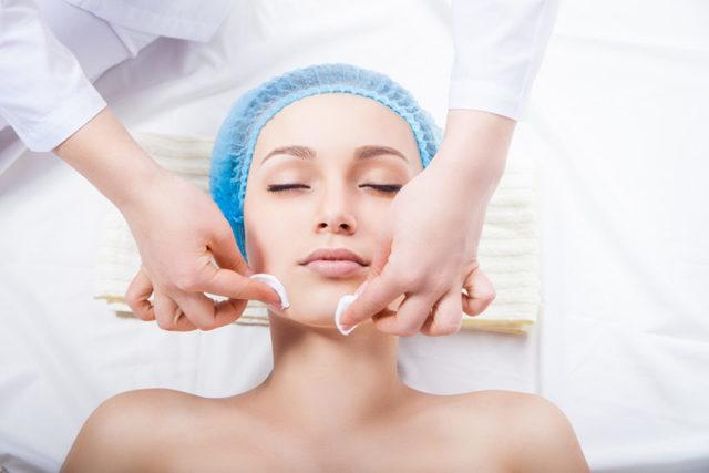 Комбинированная чистка лица у косметолога – что это такое и что в нее входит, плюсы и минусы, показания
