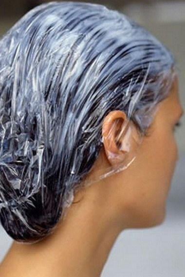Маска для волос с водкой в домашних условиях – особенности и полезные свойства, способы применения