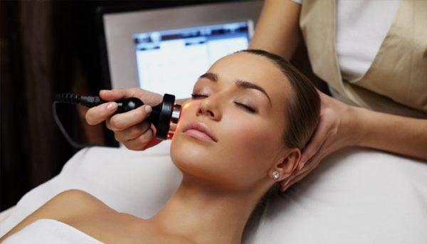 Мануальная чистка лица у косметолога – плюсы и минусы ручного очищения кожи, когда и как ее делать