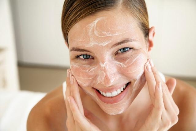 Крем «АЕВит» для лица – инструкция применения в косметологии от морщин и прыщей, для кожи вокруг глаз