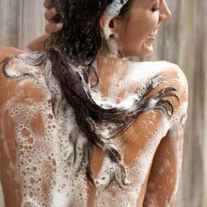 Можно ли мыть голову дегтярным мылом – польза и вред, влияние на волосы, способы применения